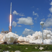 12130-spacex_falcon_9_crs12-michael_deep