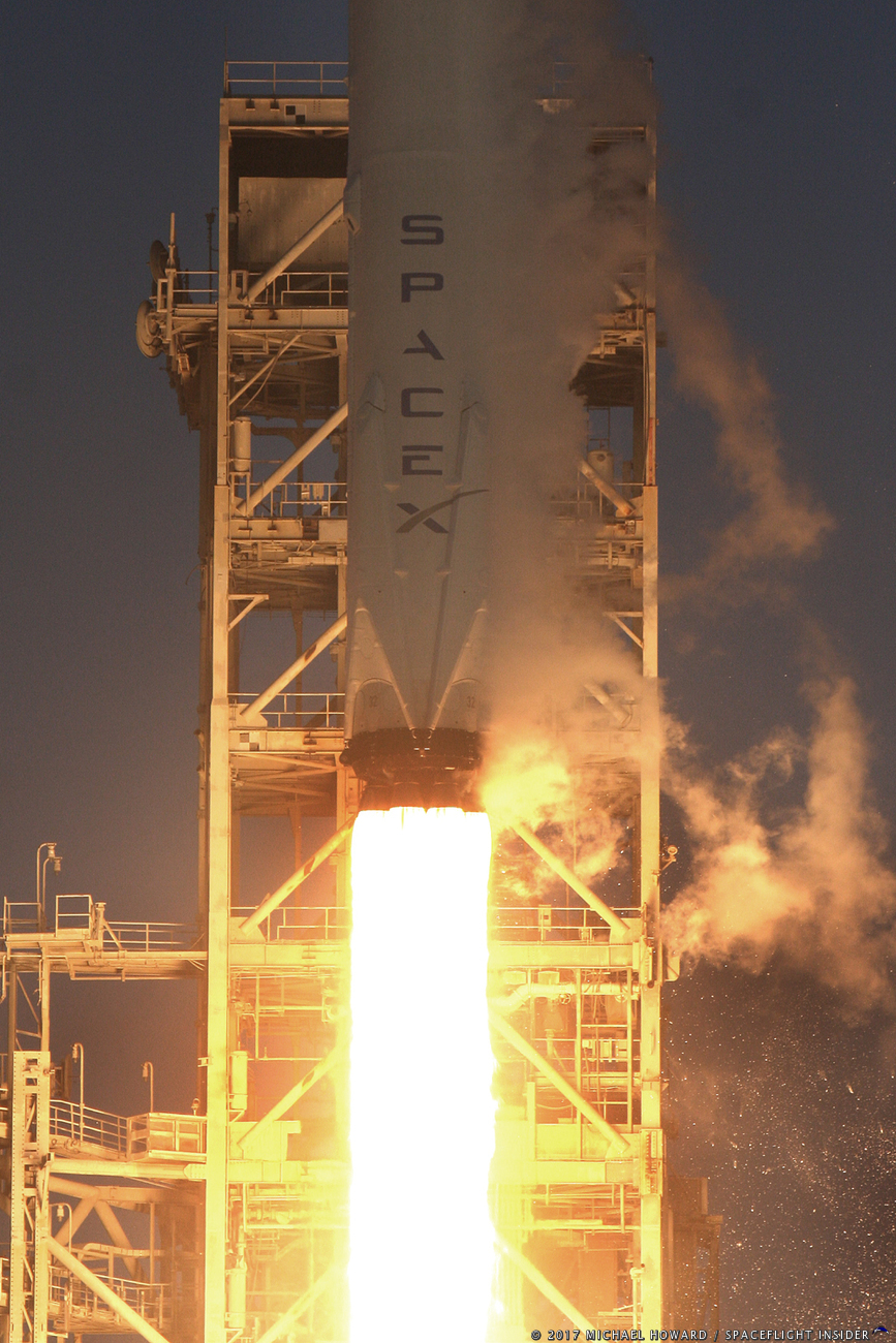 http://www.spaceflightinsider.com/wp-content/gallery/nrol-76-falcon-9/10770-spacex_falcon_9_nrol76-michael_howard.jpg