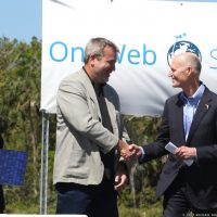 10218-oneweb_satellites_ground_breaking-michael_howard