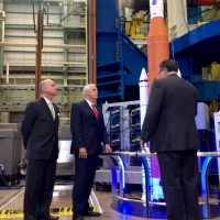12723-nasa_vice_president_pence_visit_to_msfc-scott_johnson