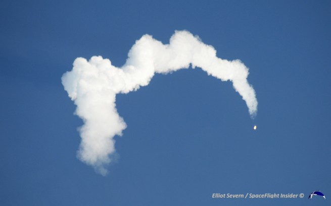 An arcing contrail forms as Antares climbs higher into the atmosphere. Photo Credit: Elliot Severn / SpaceFlight Insider