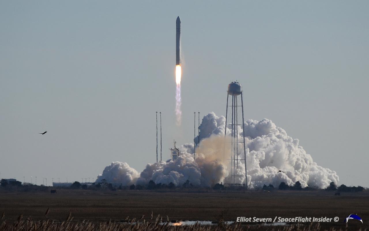 Antares finally lifts off at 1:07 p.m. EST on Jan. 9. Photo Credit: Elliot Severn / SpaceFlight Insider