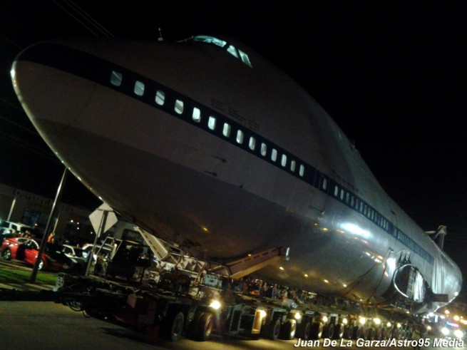 Lights shine out from the Boeing 747 as it moves toward its new home. Photo Credit: Juan de la Garza / Astro95 Media