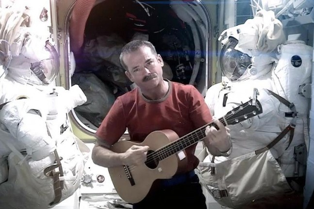 Chris Hadfield singing Space Oddity