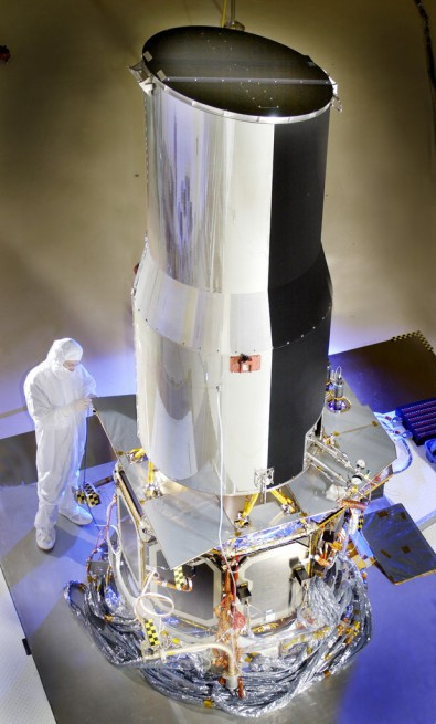 The Spitzer telescope after CTA-spacecraft integration. Photo Credit: NASA/JPL-Caltech