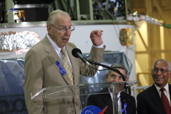 Apollo 11 backup commander Jim Lovell relays a story about Neil Armstrong to those in attendance. Photo Credit: Jason Rhian / SpaceFlight Insider