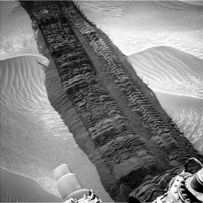 Curiosity's wheels leave a distinct trail on its way to Mount Sharp. Photo Credit: NASA JPL-Caltech MSSS