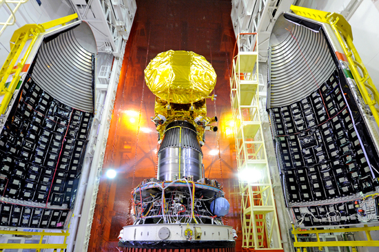 Mars Orbiter Mission Spacecraft attached to the 4th stage of PSLV-C25 and ready for heat shield closure. Image Credit: ISRO
