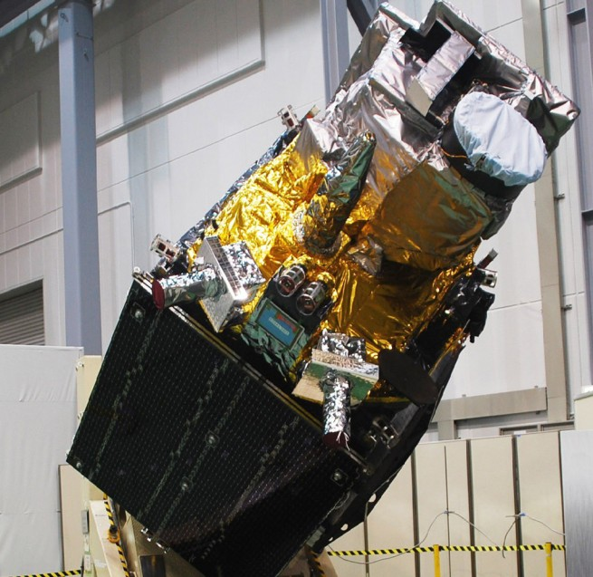 Image of the Himawari-8 spacecraft upon completion and before delivery to the Tanegashima Space Center. Photo Credit: Mitsubishi Electric