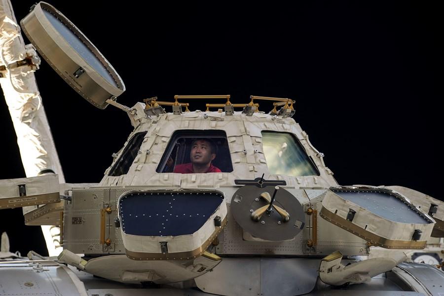 spacecraft weight - photo #1