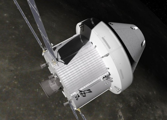Orion_MPCV_with_Service_Module_-Moon-lun