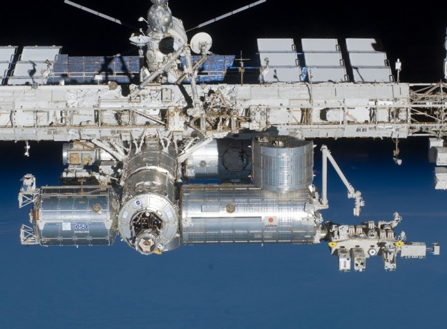 STS-134_International_Space_Station_after_undocking_4 NASA photo posted on SpaceFlight Insider