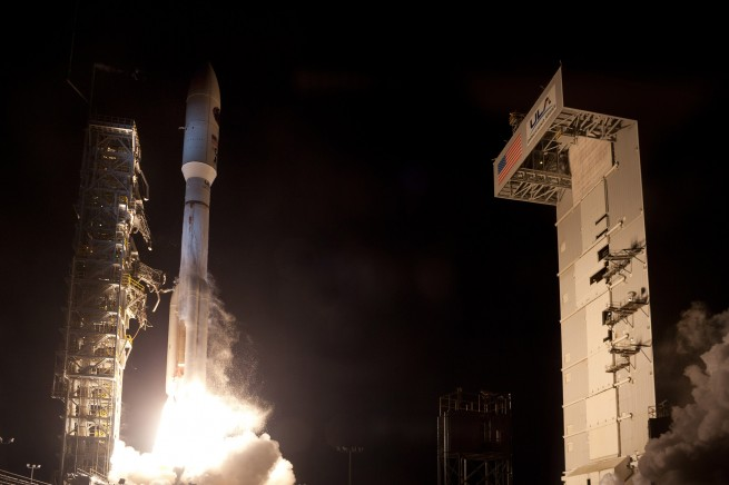 A ULA Atlas V lifts off, carrying with it a classified government payload as seen on Spaceflight Insider