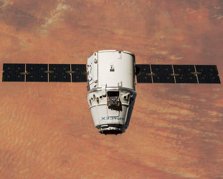 SpaceX Dragon spacecraft on orbit above Earth NASA image of SpX-4 Commercial Resupply Services mission to ISS International Space Station NASA photo posted on SpaceFlight Insider