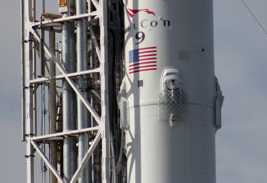 Lancement Falcon 9 / CRS-6 - 14 avril 2015 - Page 5 SpaceX-Falcon-9-v1.1-fins-Cape-Canaveral-Air-Force-Station-Space-Launch-Complex-40-photo-credit-Jason-Rhian-SpaceFlight-Insider