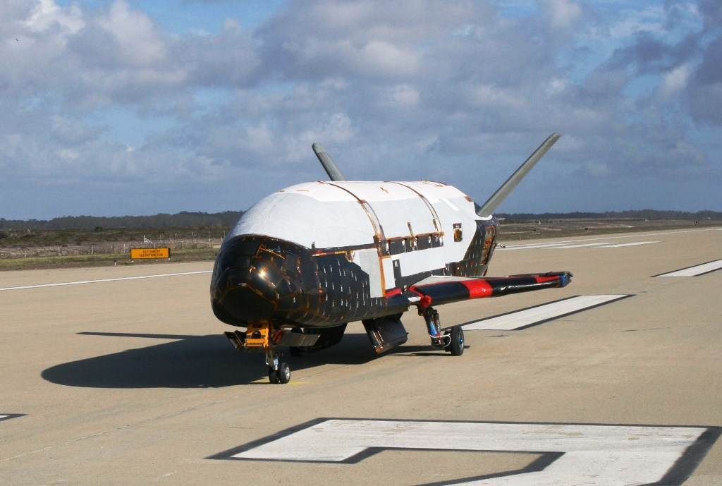 United-States-Air-Force-photo-of-X-37B-space-shuttle-at-Vandenberg-Air-Force-Base-after-OTV-mission-posted-on-SpaceFlight-Insider