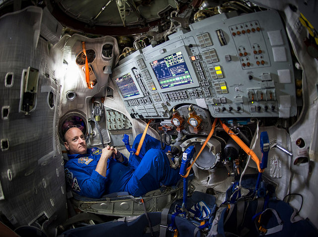 Astronaut Scott Kelly trains for Expedition 43 Bill Ingalls NASA photo posted on SpaceFlight Insider