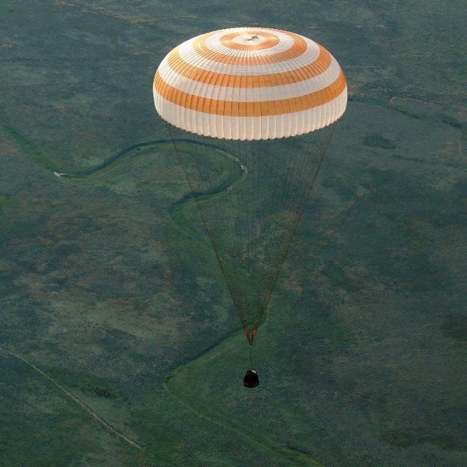 Expedition-43-crew-members-NASA-Terry-Virts-Samantha-Cristoforetti-Soyuz-TMA-15M-landing-Kazakhstan-photo-credit-Bill-Ingalls-NASA