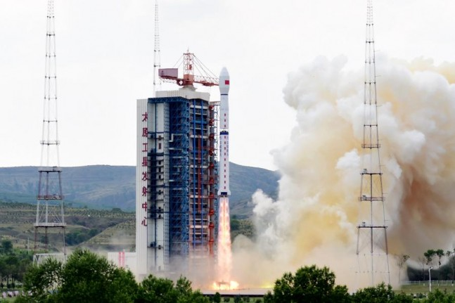 Long March 4B rocket launches Gaofen-8 satellite on June 26, 2015