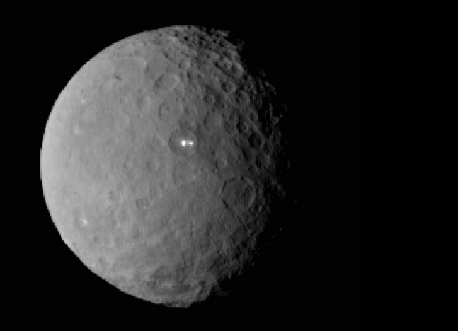 NASA Dawn spacecraft image of bright spots on dwarf planet Ceres posted on SpaceFlight Insider