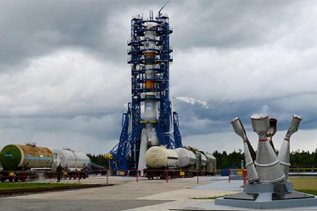 Soyuz-2.1a rocket ready to launch Kobalt-M satellite on June 5, 2015