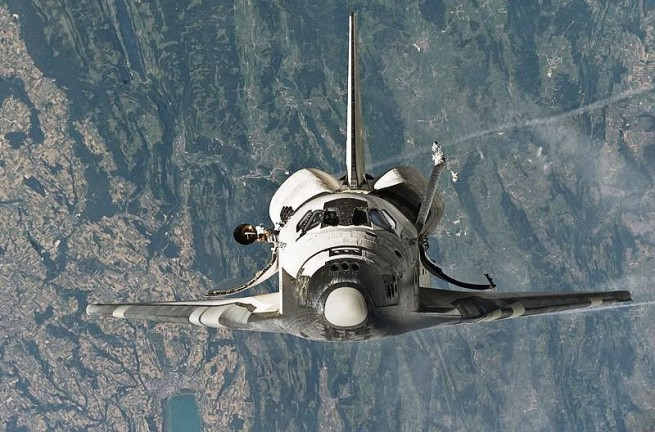 Space_Shuttle_Discovery_(STS-114_'Return_to_Flight')_approaches_the_International_Space_Station NASA photo posted on SpaceFlight Insider