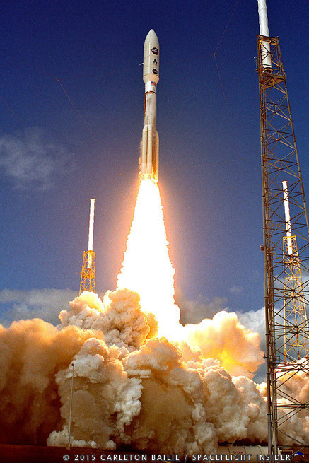 ULA Atlas V 551 rocket launch with New Horizons.