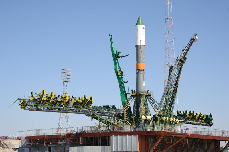 Soyuz-U rocket with the Progress M-28M spacecraft awaiting launch.