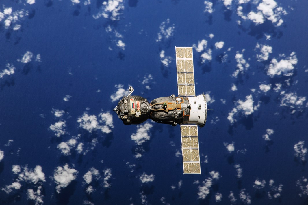 spacecraft in space - photo #15