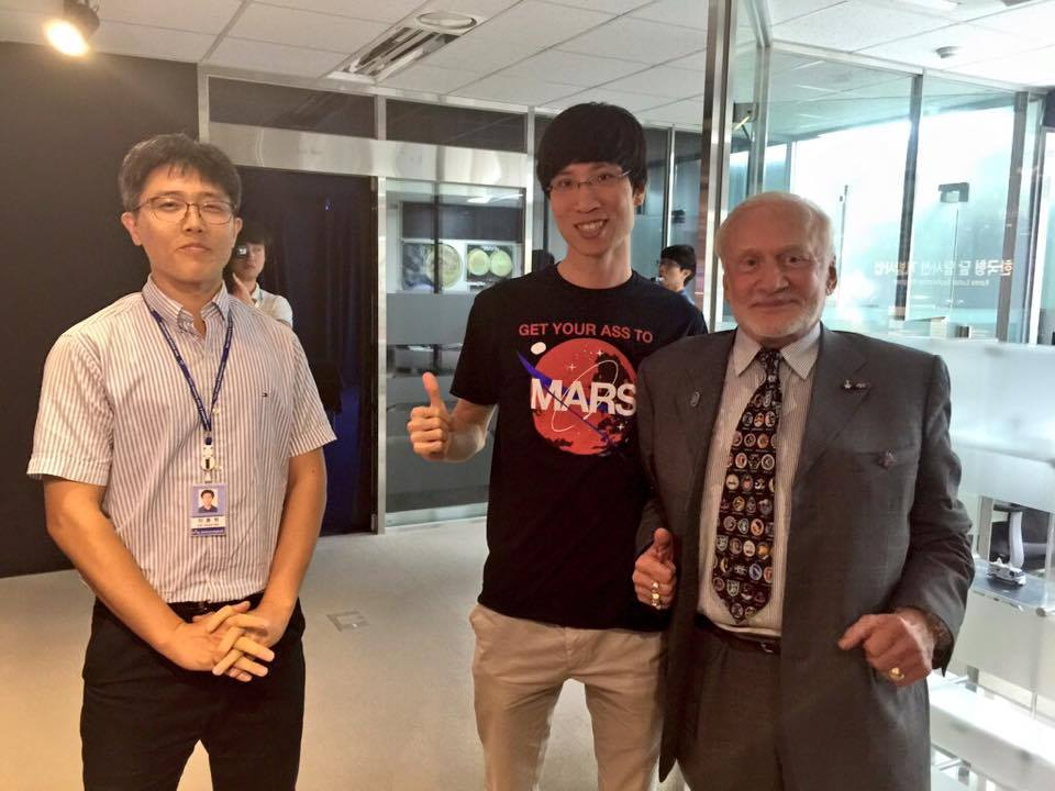Buzz Aldrin meets the Korean Lunar Exploration Mission Team.