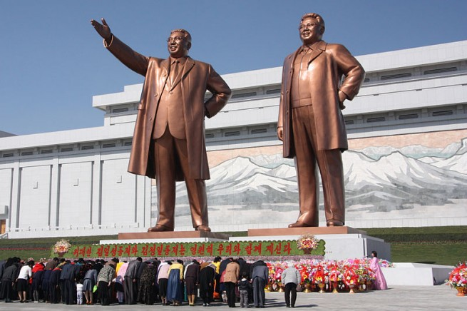 The_statues_of_Kim_Il_Sung_and_Kim_Jong_Il_on_Mansu_Hill_in_Pyongyang_(april_2012) J.A. da Roo