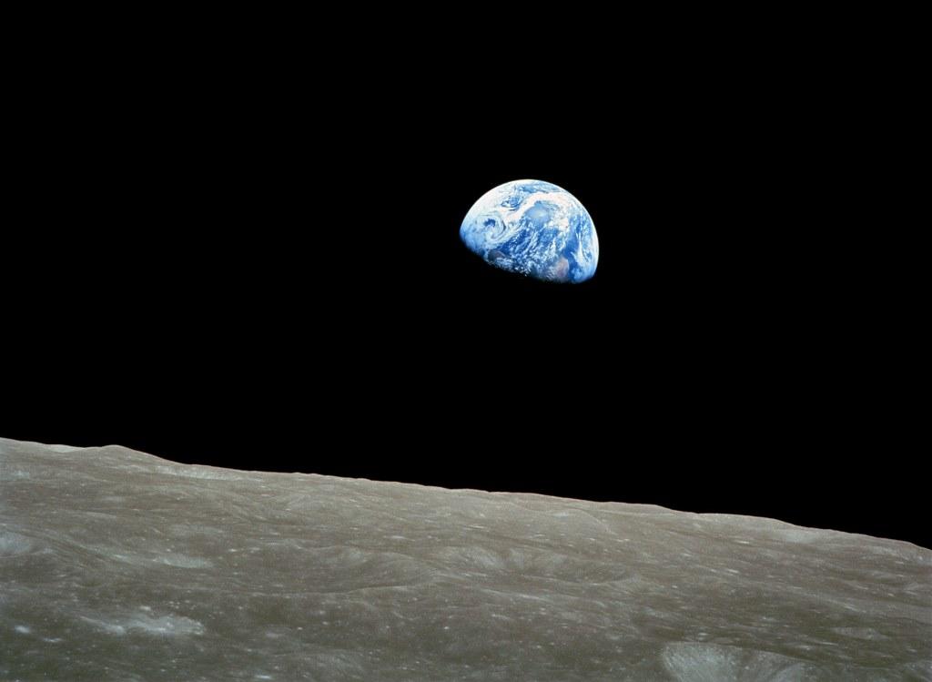 Apollo astronaut shares story of NASA's Earthrise photo ...
