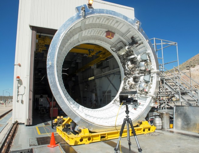 Space Launch System SLS aft skirt off-motor hot fire test Orbital ATK 2 photo posted on SpaceFlight Insider
