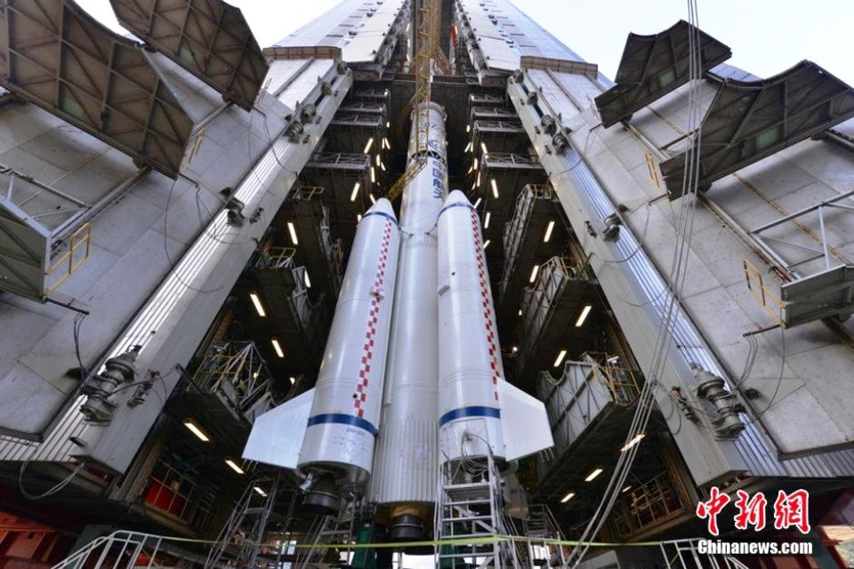 change-3-prepare-long-march-3b-launch-20131201-photo-credit-CNS-posted-on-SpaceFlight-Insider