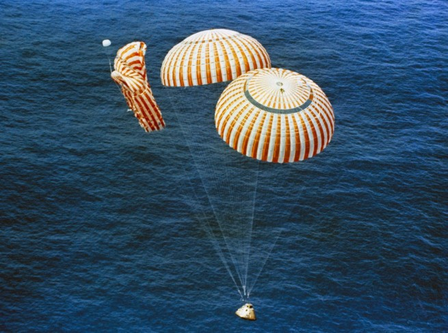 Apollo_15_descends_to_splashdown NASA photo posted on spaceflight insider