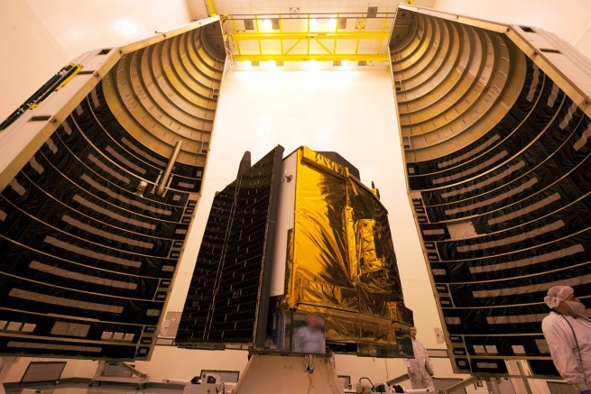 GPS IIF-10 satellite in cleanroom Boeing image posted on SpaceFlight Insider