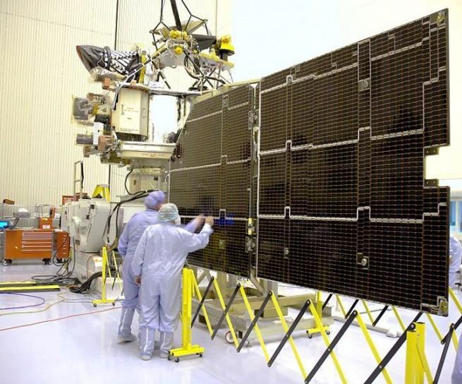 Mars_Reconnaissance_Orbiter_solar_panel NASA image posted on SpaceFlight Insider