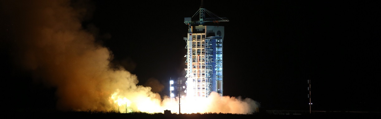 A Long March 2D rocket carrying the Shijian 10 satellite blasts off at the Jiuquan Satellite Launch Center in Jiuquan, northwest China's Gansu Province, Apr. 5, 2016.