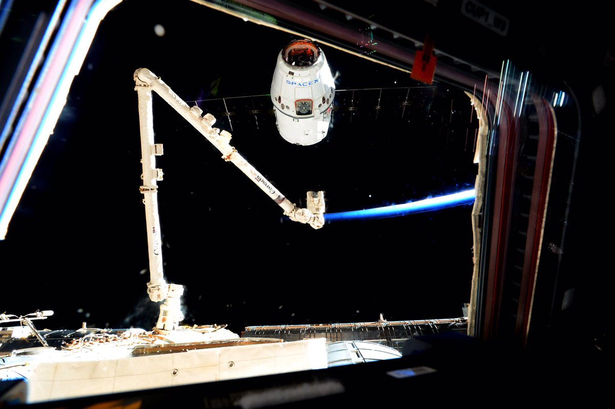 SpaceX CRS-9 Dragon arrives at International Space Station ...