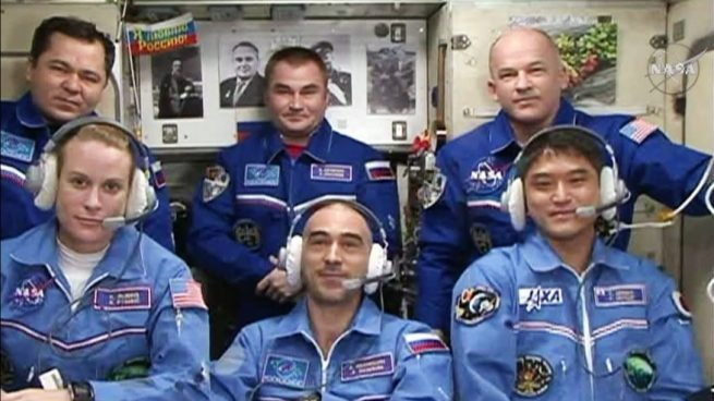 Expedition 48 crew greeting