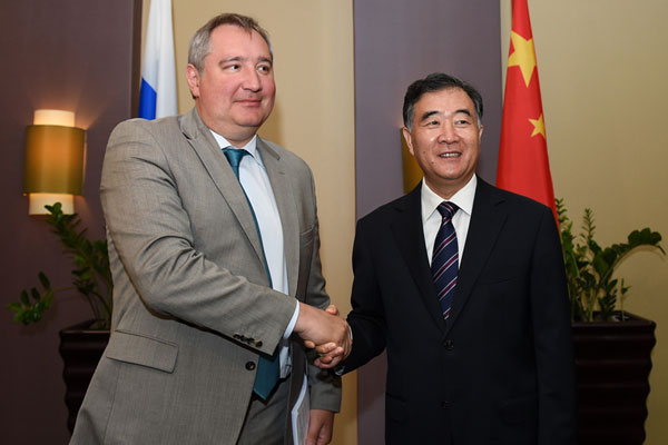 Russian Deputy Prime Minister Dmitry Rogozin (left) meets the Chinese Vice Premier Wang Yang (right) in Irkutsk, Russia to discuss joint space exploration.