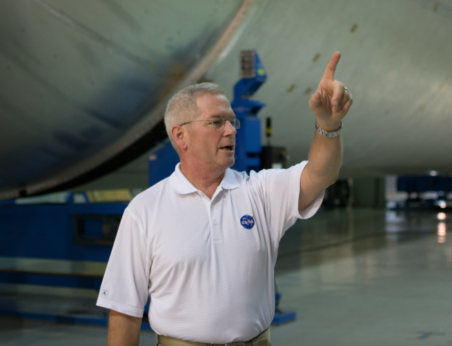 NASA's Steve Doering discusses the process of making the SLS core stage liquid hydrogen tank.
