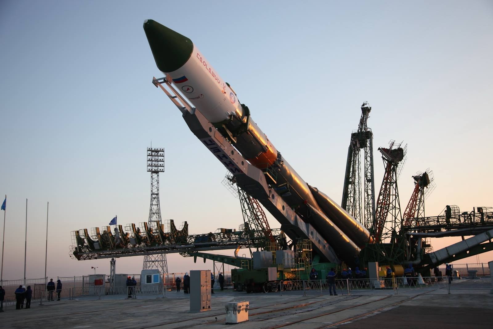 Soyuz-U / Progress MS-04 being erected on the launch pad