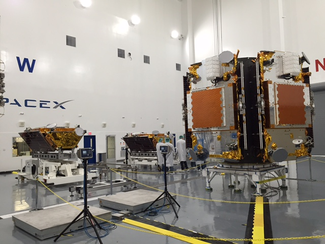 SpaceX engineers work to prepare the 10 Iridium-NEXT satellites for launch atop the Falcon 9. Credit: Iridium Communications