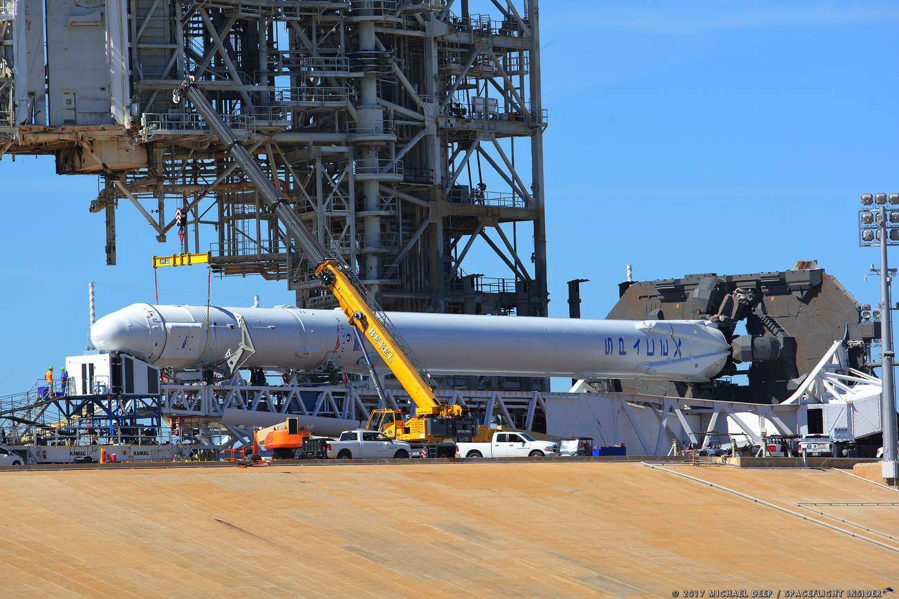SpaceX's Falcon 9 / Dragon cargo late-loading on LC-39A.