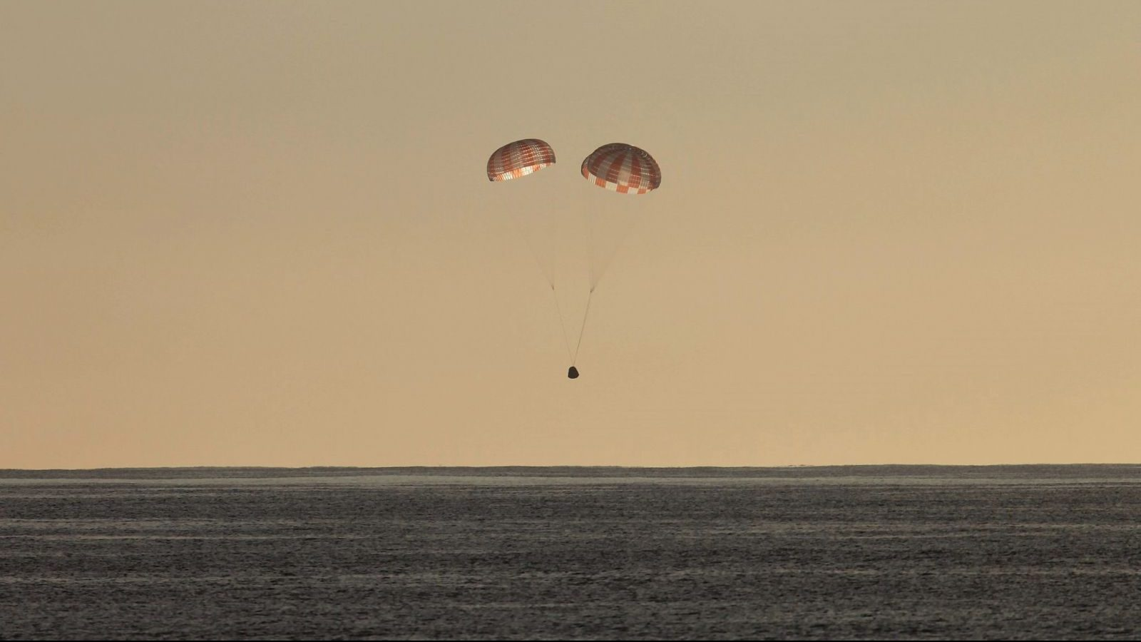 CRS-10 Dragon splashdown – 14:46 GMT, 2017-03-19
