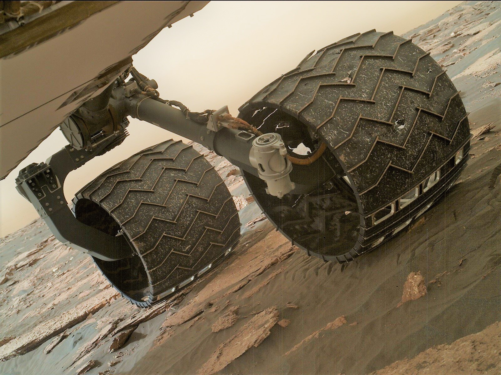 Wheel treads break on Curiosity rover - SpaceFlight Insider