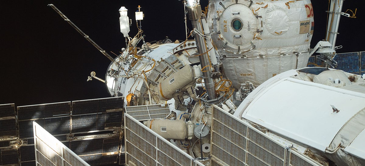 Samokutyayev and Volkov during Russian EVA_28
