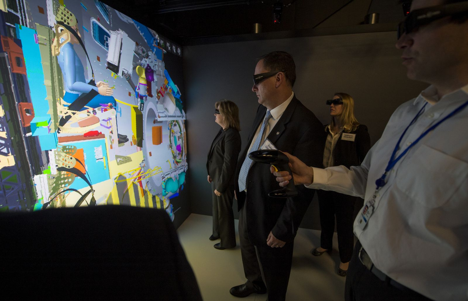 Lightfoot visits Lockheed's immersive laboratory