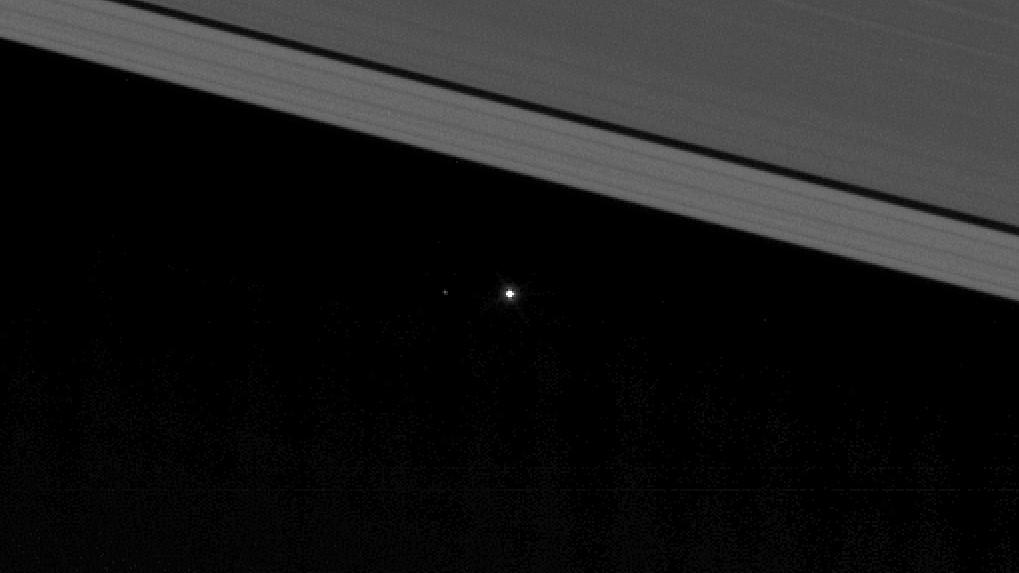 Earth between Saturn's rings